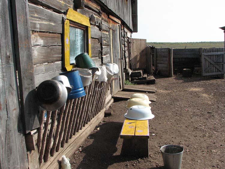 Обустройство сельского двора своими руками
