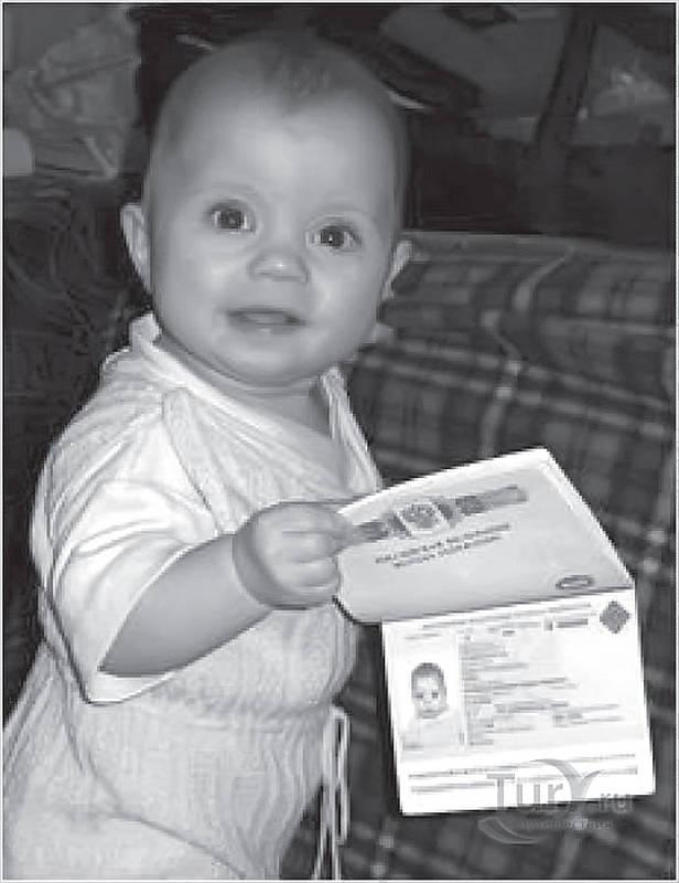 Медведев утвердил список документов для определения российского гражданства детей.
